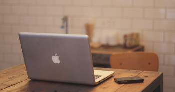 desk-home-office-iphone-287